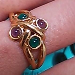 パープルとグリーンのリング(リング(指輪))
