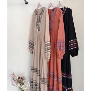 アリシアスタン(ALEXIA STAM)のEmbroidered long sleeve maxi dress(ロングワンピース/マキシワンピース)