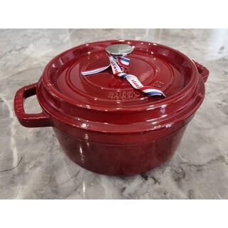 ストウブ(STAUB)のstaub ストウブ エナメル鍋 両手鋳物グレナディンレッド 24cm IH対応(鍋/フライパン)