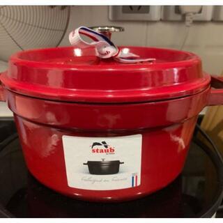 ストウブ(STAUB)のストウブstaub エナメル鍋 両手鋳物 チェリーレッド 24cm IH対応(鍋/フライパン)