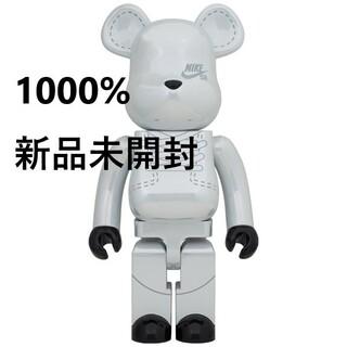 メディコムトイ(MEDICOM TOY)のBE@RBRICK NIKE SB 1000% White 新品未開封(その他)