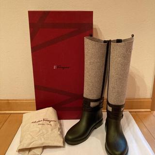 フェラガモ(Ferragamo)の【新品・未使用】フェラガモ ブーツ ロング フェルト 長靴(ブーツ)