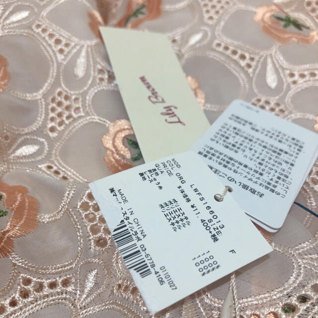 Lily Brown(リリーブラウン)の♡新品未使用 リリーブラウン お花刺繍ミディアム丈スカート♡ レディースのスカート(ひざ丈スカート)の商品写真