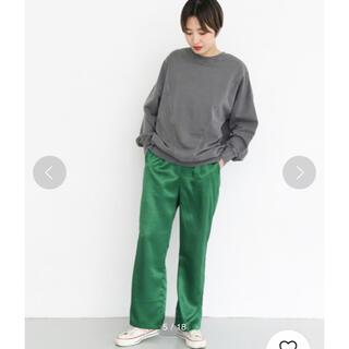 KBF - 定価7150円 KBF サテンストレートパンツ グリーン