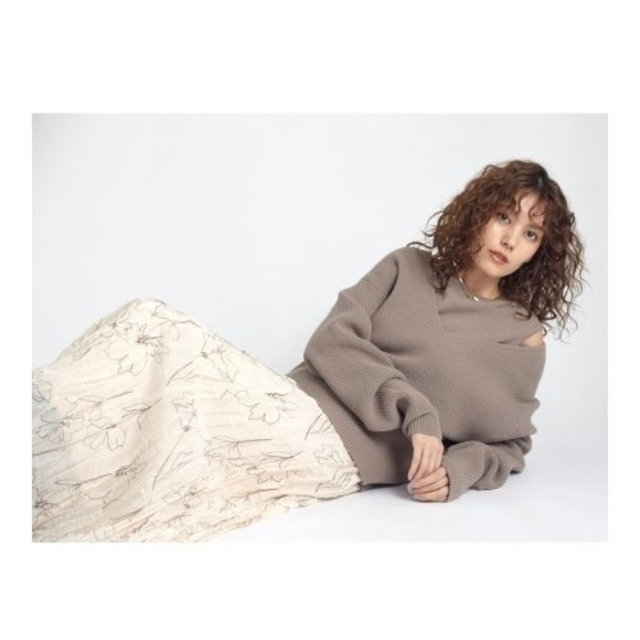 Mila Owen(ミラオーウェン)の新品タグ付 深Vニットワッシャーレイヤードワンピース Mila Owen レディースのワンピース(ロングワンピース/マキシワンピース)の商品写真