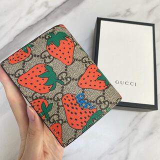 Gucci - 【新品・希少】GUCCI グッチ ストロベリー 折り財布 ミニ財布 いちご柄