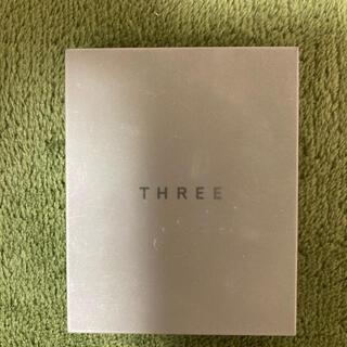 THREE - THREE シマリング グロー デュオ 01 部分用ファンデーション