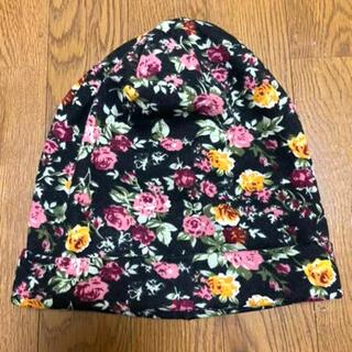 ザラ(ZARA)の【新品未使用】アメリカで購入⭐︎花柄のニット帽 ハット(ニット帽/ビーニー)