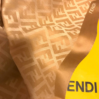 FENDI - 未使用 フェンディ   ハンカチスカーフ  ズッカ総柄 shining