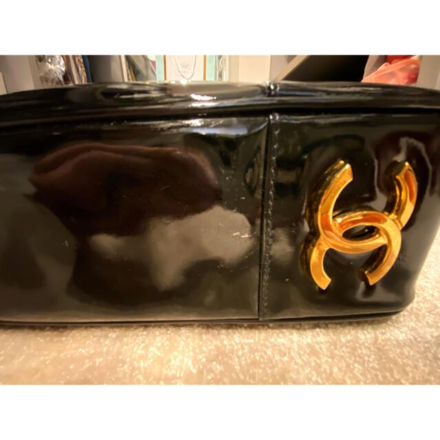 CHANEL(シャネル)のCHANEL ヴィンテージ 黒 エナメル 美品 バック 肩掛け レディースのバッグ(トートバッグ)の商品写真