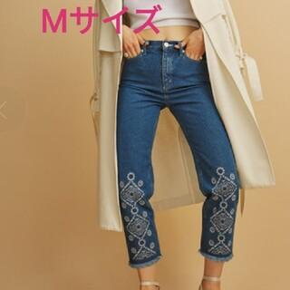ムルーア(MURUA)の【 新品 】MURUA 裾刺繍 デニム テーパードパンツ ブルー Mサイズ(デニム/ジーンズ)