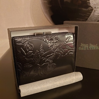 ジャンポールゴルチエ(Jean-Paul GAULTIER)の【芸術の域】ジャンポールゴルチエ ニューローズ ブラック 黒 財布 バラ 薔薇(財布)