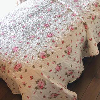 キルト ピンク赤花柄 ベッドスプレッド   マルチカバー ソファカバー(シーツ/カバー)