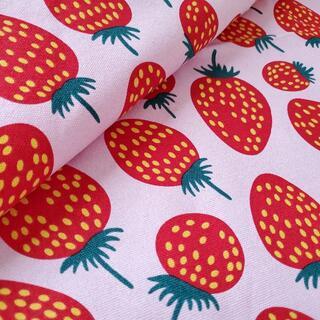 marimekko - キャンバス生地 帆布 北欧風 いちご柄 ピンク マリメッコ柄風 142㎝×50㎝