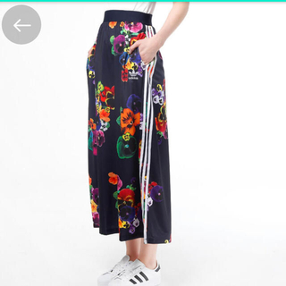 adidas - adidas 花柄 スカート