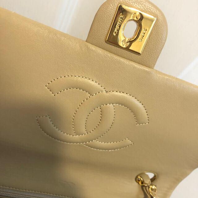 CHANEL(シャネル)のCHANELミニマトラッセヴィンテージシャネルバッグベージュ本物 レディースのバッグ(ショルダーバッグ)の商品写真