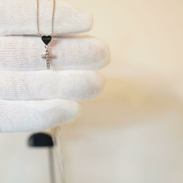 Gucci(グッチ)の【希少】GUCCI グッチ ハートクロス ネックレス ロゴ レディースのアクセサリー(ネックレス)の商品写真