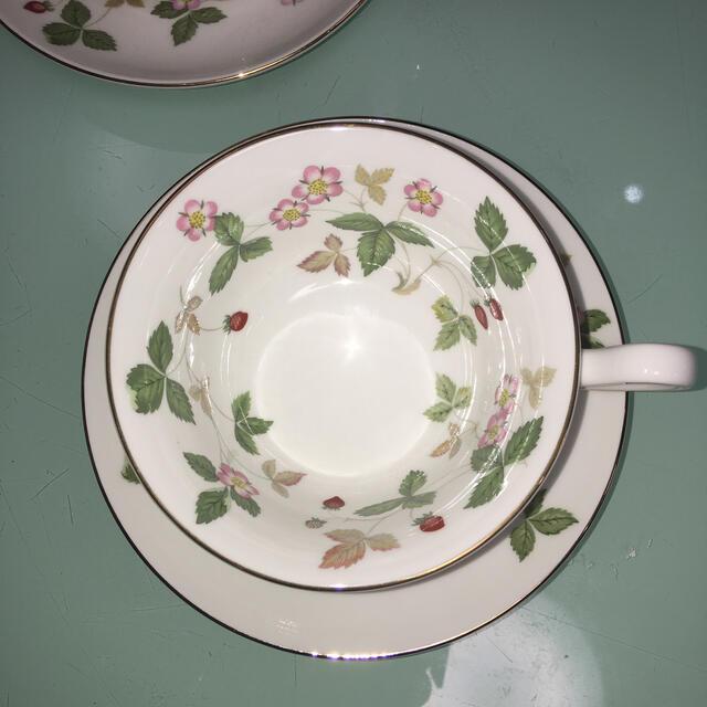 WEDGWOOD(ウェッジウッド)の新品ワイルドストロベリーのカップ&ソーサ2客セット インテリア/住まい/日用品のキッチン/食器(食器)の商品写真