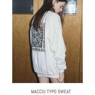 juemi MACCIU TYPO SWEAT スウェット ホワイト(トレーナー/スウェット)