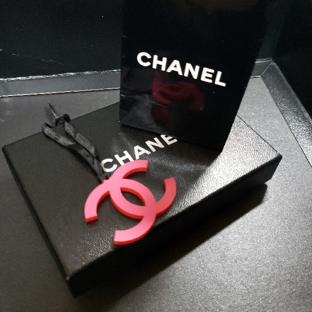 CHANEL(シャネル)のCHANEL ノベルティ レアチャーム🥀 レディースのファッション小物(キーホルダー)の商品写真