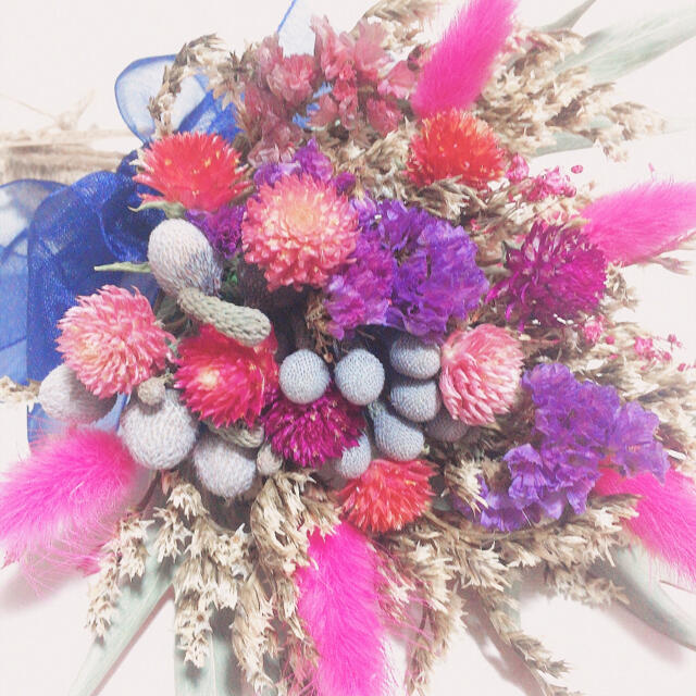【まるちゃん様専用】ブルニア×千日紅 BERRY PINK スワッグ ブーケ ハンドメイドのフラワー/ガーデン(ドライフラワー)の商品写真