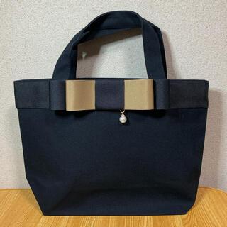 新春セール リボンバッグ  ブラックマティーニオリーブ2段重ねパールチャーム付き