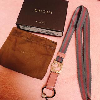 グッチ(Gucci)の【GUCCI】ネームホルダー ピンク グレー ゴールド 箱付き(ネックレス)