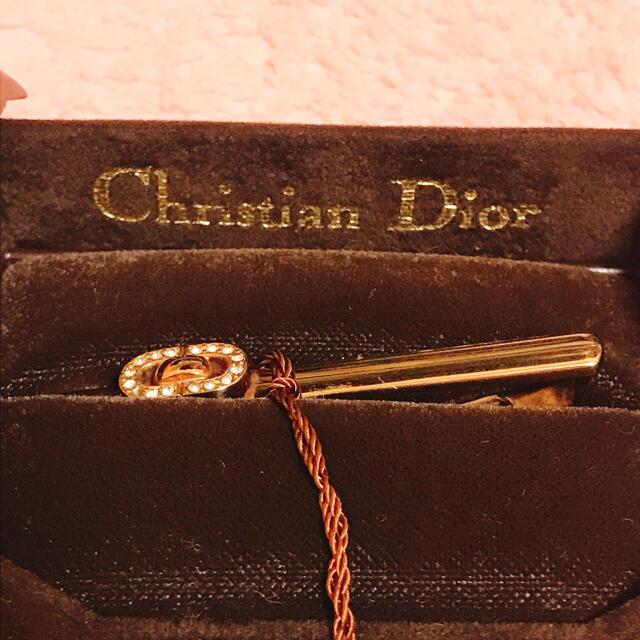 Dior(ディオール)の【新品未使用タグ付き】DIOR クリスタルネクタイピン ゴールド メンズのファッション小物(ネクタイピン)の商品写真