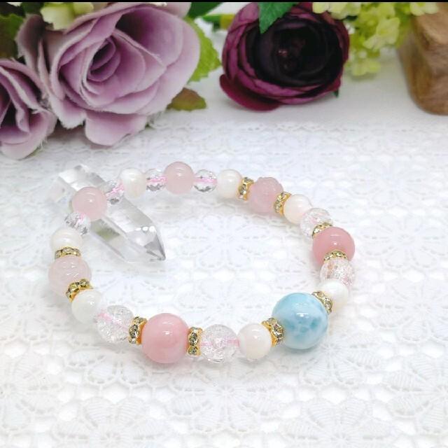 天然石ブレスレットラリマーとピンクオパール、マザーオブパール、ローズクォーツ薔薇 ハンドメイドのアクセサリー(ブレスレット/バングル)の商品写真