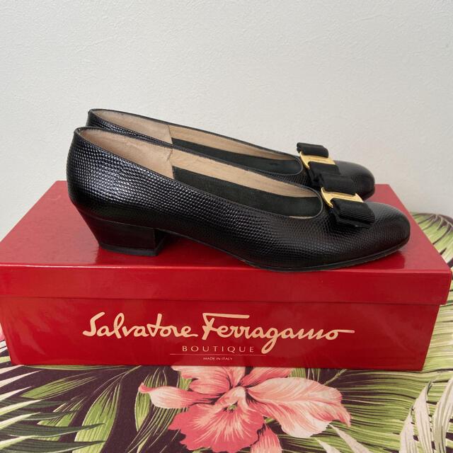 Ferragamo(フェラガモ)のフェラガモリボンパンプス ブラック22.5cm レディースの靴/シューズ(ハイヒール/パンプス)の商品写真