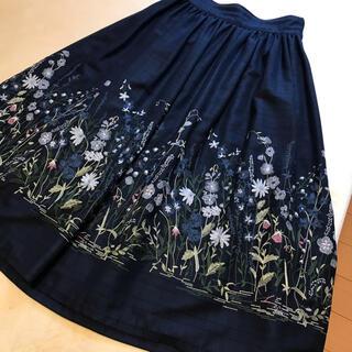 Lois CRAYON - 2019秋冬 ロイスクレヨン  ネイビー×花柄 刺繍 ロングスカート