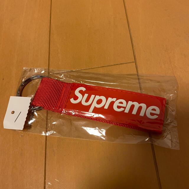 Supreme(シュプリーム)のシュプリーム キーチェーン レッド メンズのファッション小物(キーホルダー)の商品写真