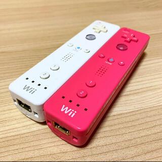 ウィー(Wii)の任天堂Wiiリモコン2つセット〈ピンク・ホワイト〉(家庭用ゲーム機本体)