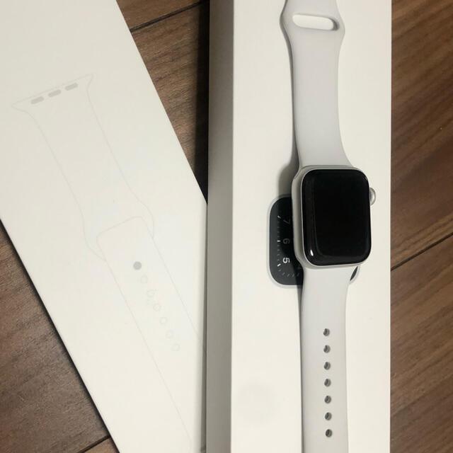 Apple Watch(アップルウォッチ)のApple Watch SE 40mm シルバー(GPSモデル) メンズの時計(腕時計(デジタル))の商品写真