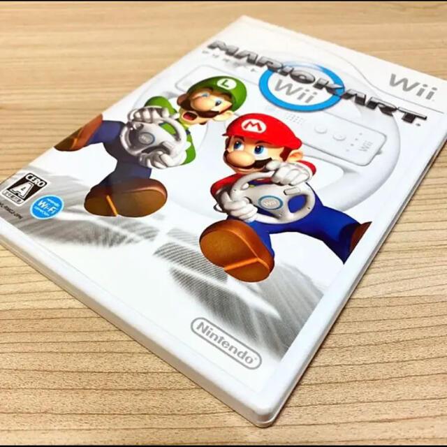 Wii(ウィー)のマリオカートWii〈Wiiハンドル2つセット〉 エンタメ/ホビーのゲームソフト/ゲーム機本体(家庭用ゲームソフト)の商品写真