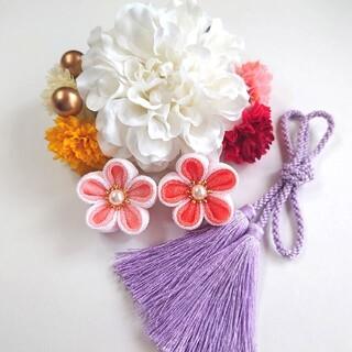 髪飾り 白ダリアと華やかな小花たち 卒業式 七五三  成人式(ヘアアクセサリー)