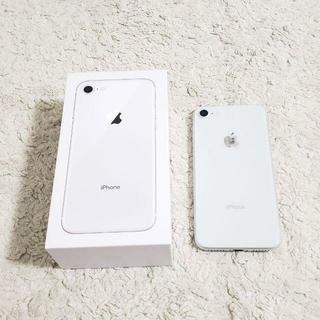 エヌティティドコモ(NTTdocomo)のiPhone 8 Silver 64 GB do64como ガラス iFace(スマートフォン本体)