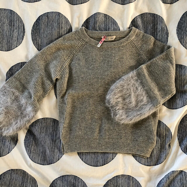 TORRAZZO DONNA(トラッゾドンナ)のトラッゾドンナTorrazzo Donna  袖ファーニット レディースのトップス(ニット/セーター)の商品写真