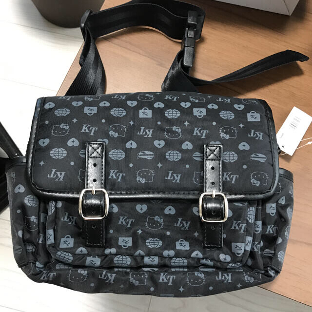 ハローキティ(ハローキティ)のサンリオ新品未使用ヒップバックSanrioハローキティ定価税込み2530サンリオ レディースのバッグ(ボディバッグ/ウエストポーチ)の商品写真