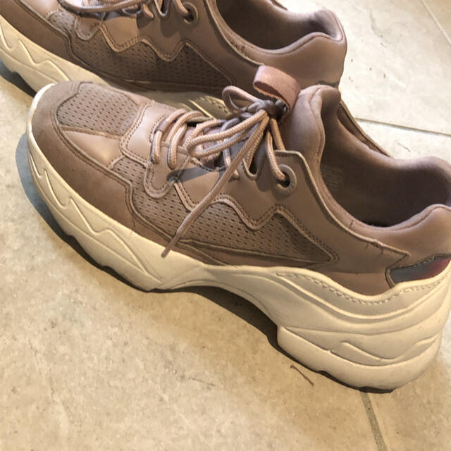 ZARA(ザラ)のZARA・スニーカー・厚底・ランニング・靴・韓国・海外・Bershka・PUMA レディースの靴/シューズ(スニーカー)の商品写真