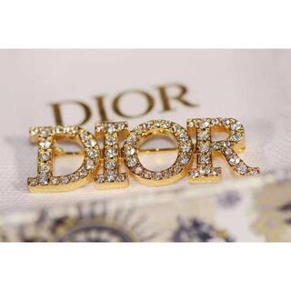 ディオール Dior ブローチ アルファベット