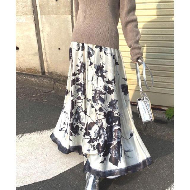Ameri VINTAGE(アメリヴィンテージ)のAmeri ADELE FLARE INFLATE SKIRT  レディースのスカート(ロングスカート)の商品写真