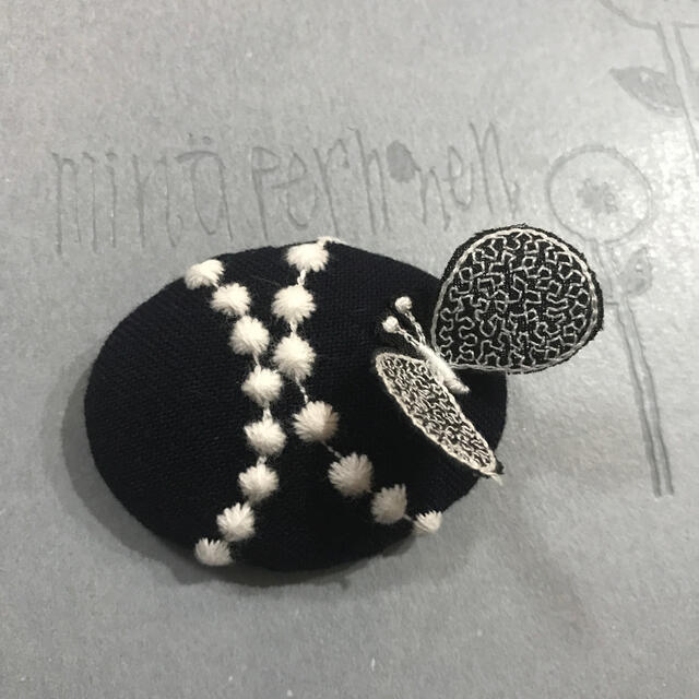 mina perhonen(ミナペルホネン)のミナペルホネン タンバリン×⚮̈ ブローチ ハンドメイド レディースのアクセサリー(ブローチ/コサージュ)の商品写真