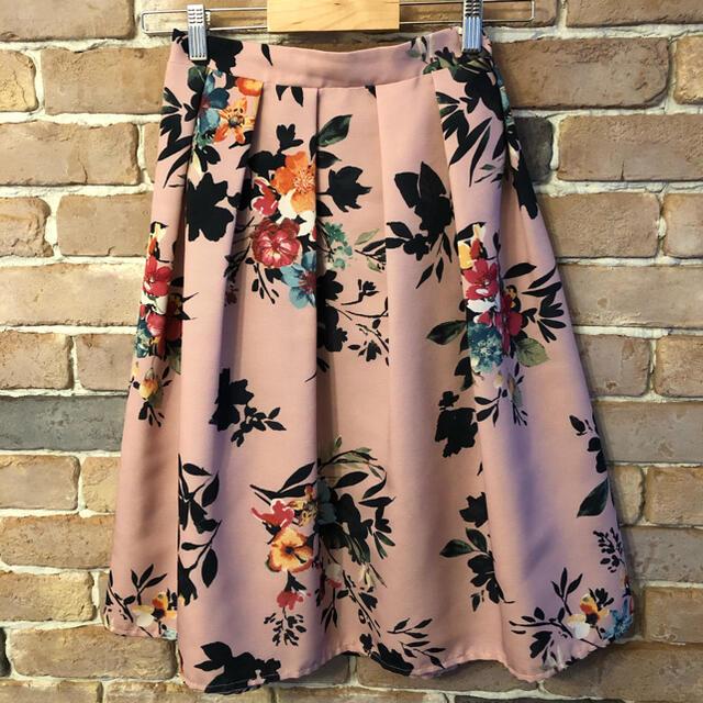 tocco(トッコ)のtocco closet ピンクの花柄スカート レディースのスカート(ひざ丈スカート)の商品写真