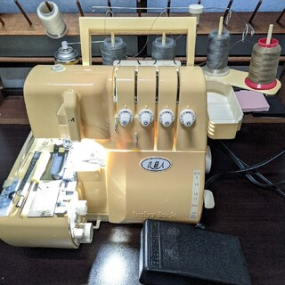 brother - 【led電球整備済み】ベビーロック ミシン 衣縫人 2本針4本糸 糸付