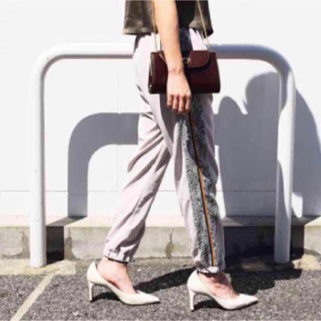 Ameri VINTAGE(アメリヴィンテージ)のAmeri vintage PYTHON LINE PANTS レディースのパンツ(カジュアルパンツ)の商品写真