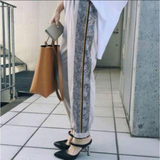 アメリヴィンテージ(Ameri VINTAGE)のAmeri vintage PYTHON LINE PANTS(カジュアルパンツ)
