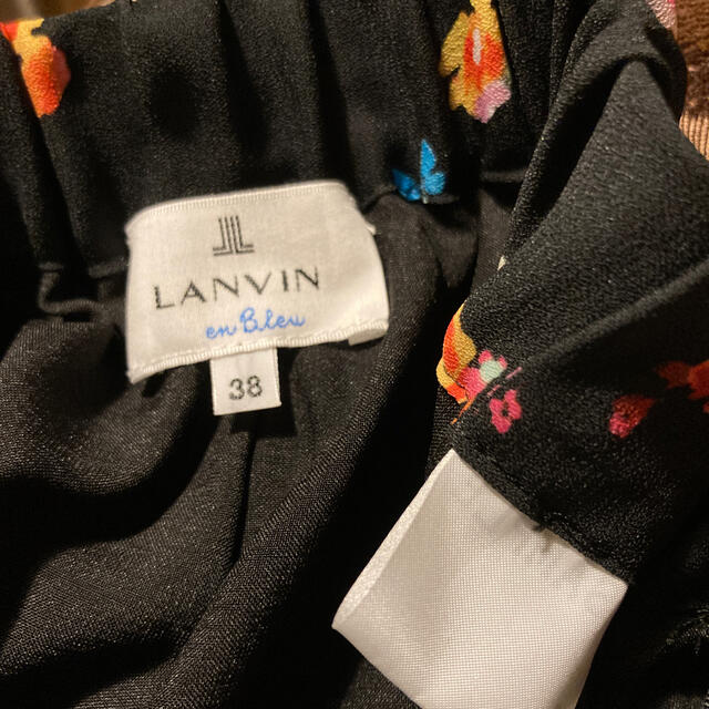 LANVIN en Bleu(ランバンオンブルー)のランバンオンブルー スモールフラワーワイドパンツ 未使用品 レディースのパンツ(カジュアルパンツ)の商品写真