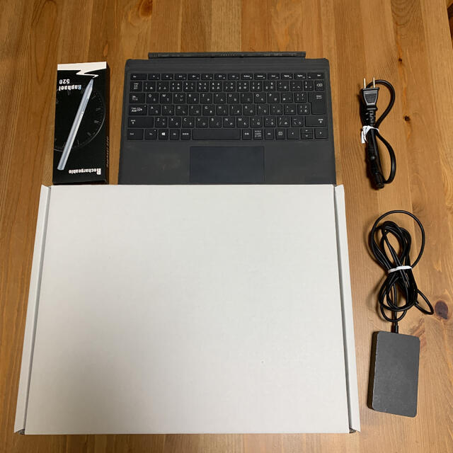 Microsoft(マイクロソフト)のSurface Pro 5(サーフェスプロ5)LTE Advanced プラチナ スマホ/家電/カメラのPC/タブレット(ノートPC)の商品写真
