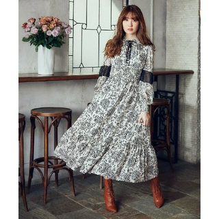 Winter Floral Long-sleeve Dress white M